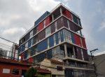 A construção pretende parecer com Containers empilhados