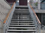 Escada com Degraus vazados mas muito sólida